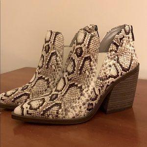 Vince Camuto Grendan Block-heel booties